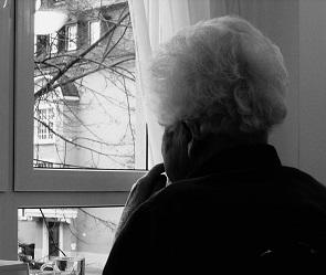 Воронежец в драповом пальто избил бабушку и отобрал у нее сумку
