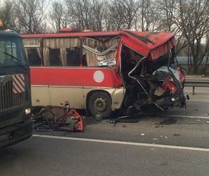 Стали известны подробности ДТП с рейсовым автобусом и автовозом