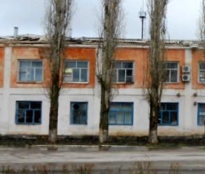 В поселке под Воронежем ураган сорвал крышу двухэтажного здания