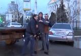 В Воронеж вернулись «лихие 90-е»: у людей отбирают машины средь бела дня (ВИДЕО)