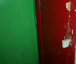 В Воронеже бомж незаконно «прописался» в подъезде