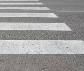 В Воронеже КамАЗ врезался в «ГАЗель», а пострадал пожилой пешеход
