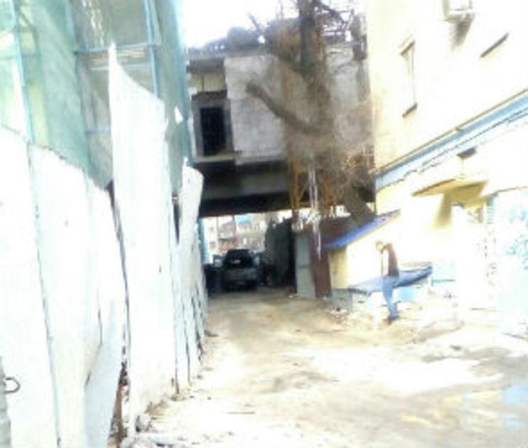 19-летний парень разбился, упав с 12 этажа на стройке «Галереи Чижова»