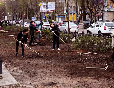 В субботу 48 тысяч горожан убрали и обновили 22 «зеленые зоны» Воронежа (ФОТО)