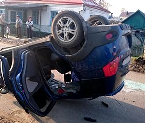 В Воронеже водитель после ДТП бросил перевернувшуюся машину с раненым (ФОТО)