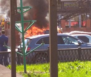 В центре Воронежа рядом с цирком за десять минут сгорел «Хендай» (ФОТО)