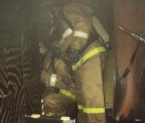 17 человек эвакуировали спасатели из горящего дома на улице Остужева в Воронеже