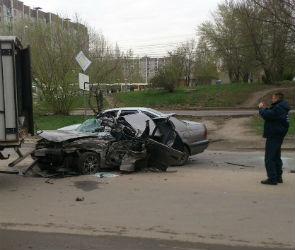 На Владимира Невского «Тойота» лишилась крыши, столкнувшись с ГАЗелью (ФОТО)