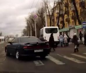 В Воронеже наказан наглый водитель, едва не задавивший пешеходов