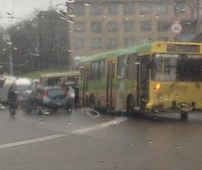 В центре Воронежа из-за ДТП с народным автобусом образовалась огромная пробка