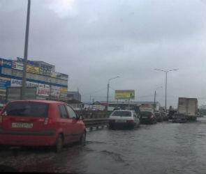 В Воронеже из-за дождя под воду ушло несколько улиц (ФОТО)