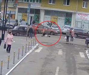 В Воронеже ВАЗ сбил женщину-пешехода напротив Центрального рынка (ВИДЕО)