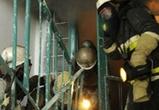 В Воронеже 12 человек спасли при пожаре из-за подожженной в жилом доме коляски