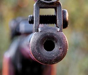 В Воронеже бывший ОМОНовец расстрелял не пропустившую его машину