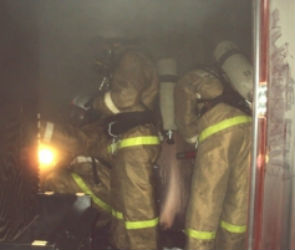 В Воронеже на пожаре в заброшенном доме пострадали люди