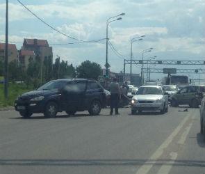 Из-за тройного ДТП на Антоново-Овсеенко образовалась огромная пробка