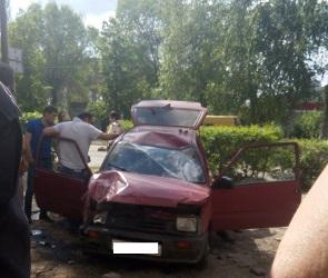 В Воронеже пьяный иностранец на «Оке» устроил массовое ДТП на тротуаре