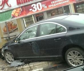 В Сети появились фото столкновения Volvo с «Русским Аппетитом» в Воронеже