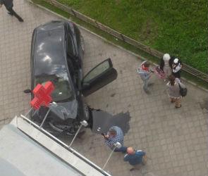 На Московском проспекте «Опель Астра» протаранил аптеку
