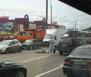 В Воронеже девушка попала под колеса дорогой иномарки на пешеходном переходе