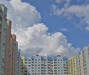 В Воронеже трое пьяных парней кидались с крыши бутылками