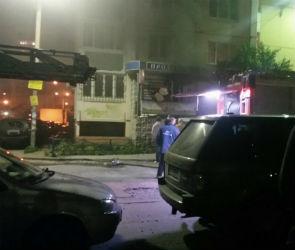 18 спасателей тушили пожар в продуктовом магазине в Воронеже