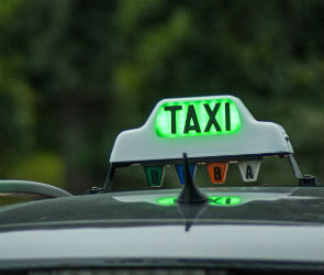 В Воронеже вооруженный преступник напал на таксиста