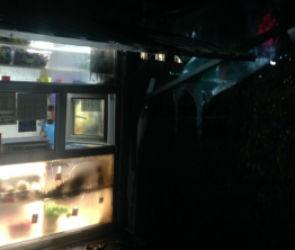 В Воронеже ночью сгорел продуктовый павильон