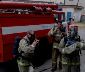 В Воронеже пожарные спасли 60 человек из горящего дома