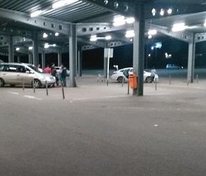 На парковке «МETRO» в Воронеже расстреляли автомобиль