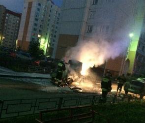 Воронежцы сняли на видео горящую машину на левом берегу