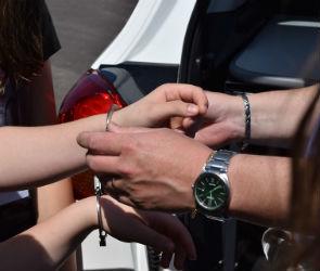 В Воронеже полицейские задержали пьяного 19-летнего угонщика