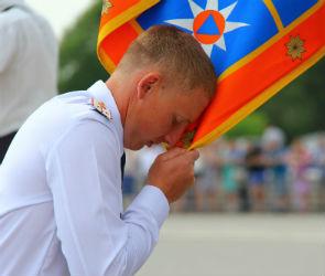 250 будущих спасателей отметили выпускной на Адмиралтейской площади
