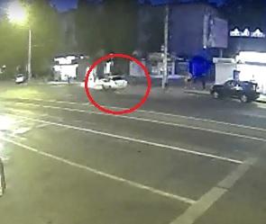 В Сети появилось видео столкновения иномарки с «Русским Аппетитом» в Воронеже