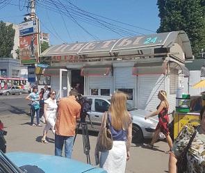 В Воронеже начали сносить киоски рядом с остужевским мини-рынком
