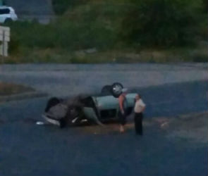 В Воронеже ВАЗ-2111 врезался в ЗИЛ и перевернулся