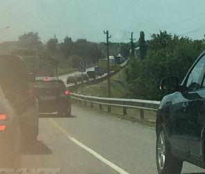 Из-за желающих попасть на юг автомобилисты встали в пробку под Воронежем