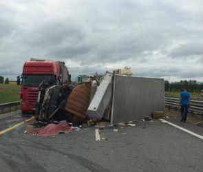 На трассе М-4 «Дон» фура перевернулась после ДТП с грузовиком: водитель погиб