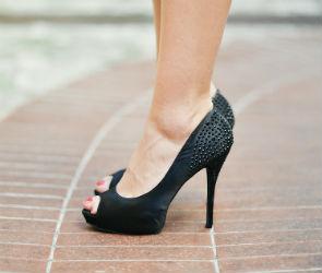 В Воронеже девушка из-за духов избила каблуком продавца парфюмерного магазина
