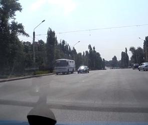 В Воронеже оштрафовали водителя ПАЗика, нагло проехавшего на красный свет