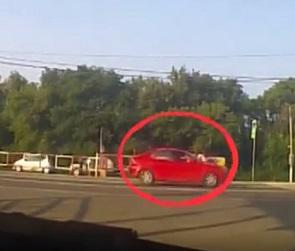 В Сети появилось видео погони полицейских за 19-летним лихачом на чужой «Мазде»