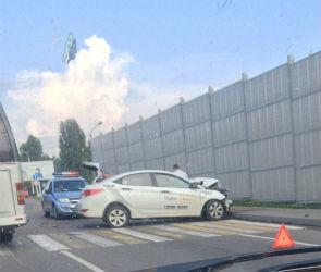 В Воронеже лоб в лоб столкнулись ГАЗель и «Яндекс Такси»: есть пострадавшие