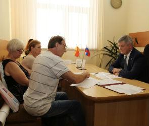 Александр Гусев встретился с инициативной группой «Остужевского» мини-рынка