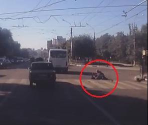 Драка двух инвалидов на проезжей части в Воронеже попала на видео