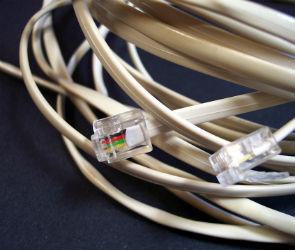 Монтера, тянувшего интернет-кабель, ограбили, чтобы выгнать из подъезда