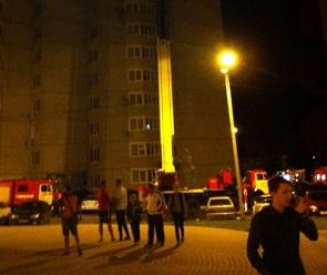 Пожар в воронежской многоэтажке тушили 15 спасателей