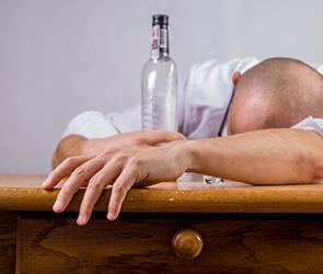 Волгоградец лишился планшета и денег после пьянки с воронежским рецидивистом