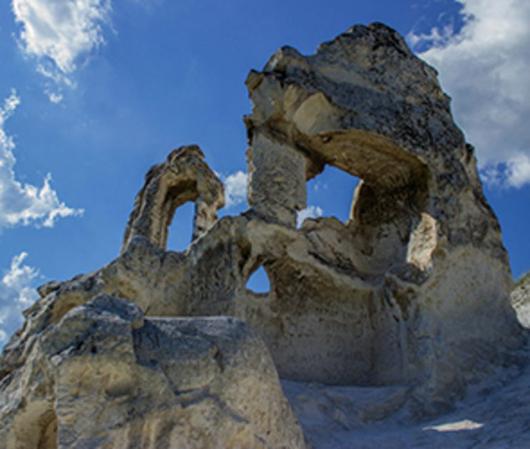 Оставшийся фрагмент рухнувшей в Дивногорье арки находится в аварийном состоянии