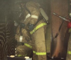 Пять пожарных расчетов тушили дом на Набережной Массалитинова