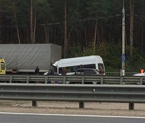 В Воронеже маршрутка врезалась в фуру: образовалась огромная пробка